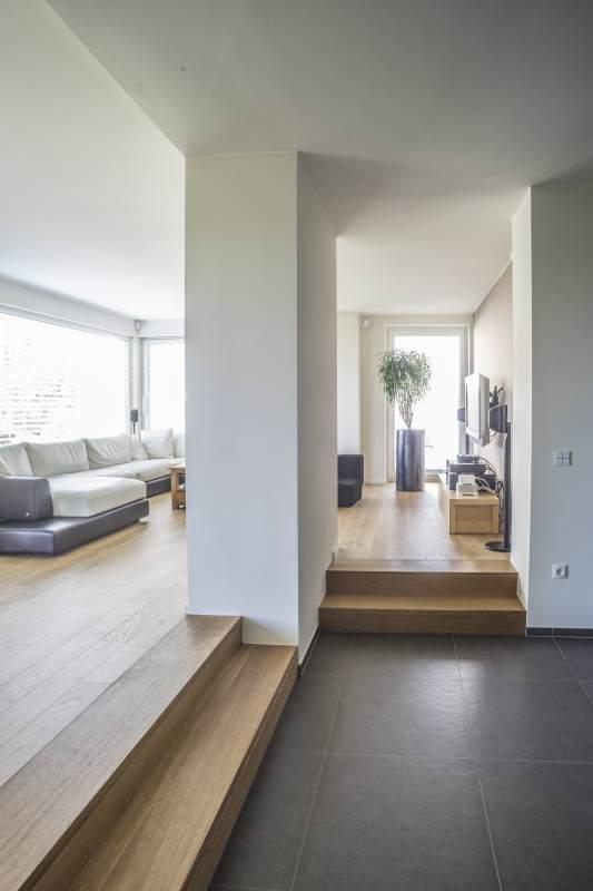 Treppenstufen zwischen nicht tragenden Innenwänden